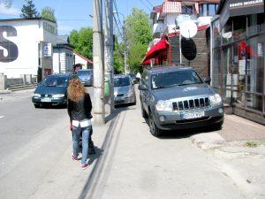 Apel către Primărie: eliberaţi trotuarele!