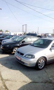 Ieri, în Târgul Săptămânal – Îmbulzeală la vechituri, interes scăzut pentru maşini