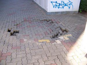 """""""Crater"""" pe strada Griviţei"""