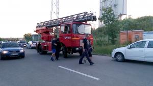 Pompierii l-au coborât pe puştan în siguranţă