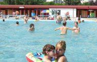 Copil salvat de la înec la bazinul din Trivale