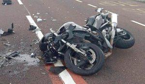 Oameni răniţi şi maşini distruse în evenimente rutiere în Argeş