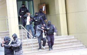 Încă trei proxeneţi au fost capturaţi