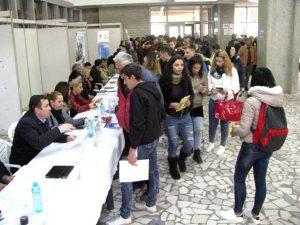 Companii din Argeş, la târgul de muncă pentru absolvenţi