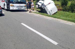 Autocar implicat în accident la Băiculeşti