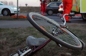 În comă după ce a căzut de pe bicicletă