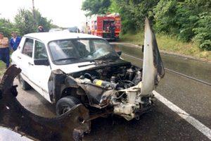 După tamponare, motorul maşinii a luat foc