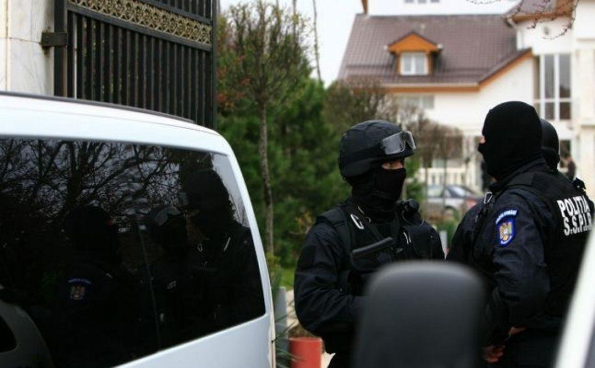 Suspecţi de evaziune din Argeş, călcaţi de mascaţi