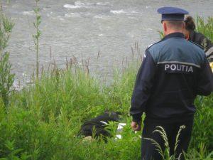 S-a sinucis aruncându-se în râu