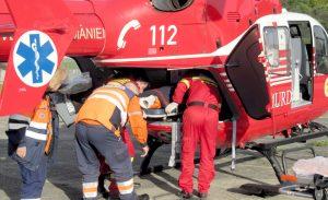 Bărbat trimis cu elicopterul la Bucureşti