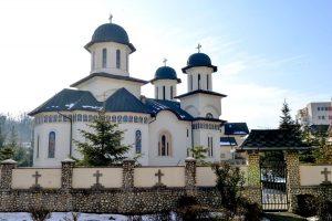 De trei ori mai multe biserici decât şcoli în Argeş
