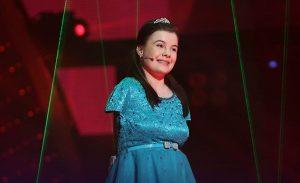 Talentata Lorelai, fetiţa fără mâini, vine la