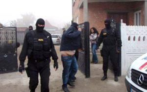 Răfuiala clanurilor din Bascov s-a lăsat cu 21 de reţinuţi