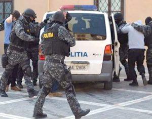 Proxeneţii din Curtea de Argeş scapă de arest