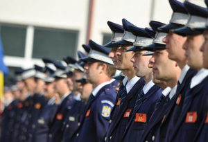 Poliţişti mai mulţi cu... mai puţină şcoală