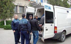 Tineri arestaţi pentru furt