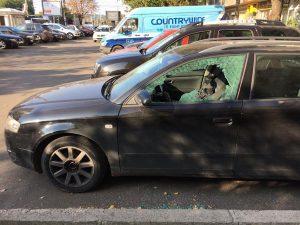 Maşini vandalizate la Stâlpeni