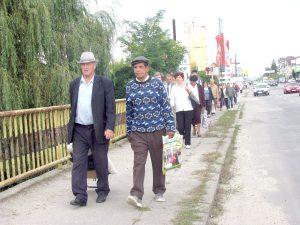 Mare supărare la Bascov - Autobuzul circulă gol în comună, iar călătorii îl aşteaptă la capul podului