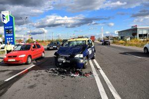 Trei răniţi într-un accident la Bradu