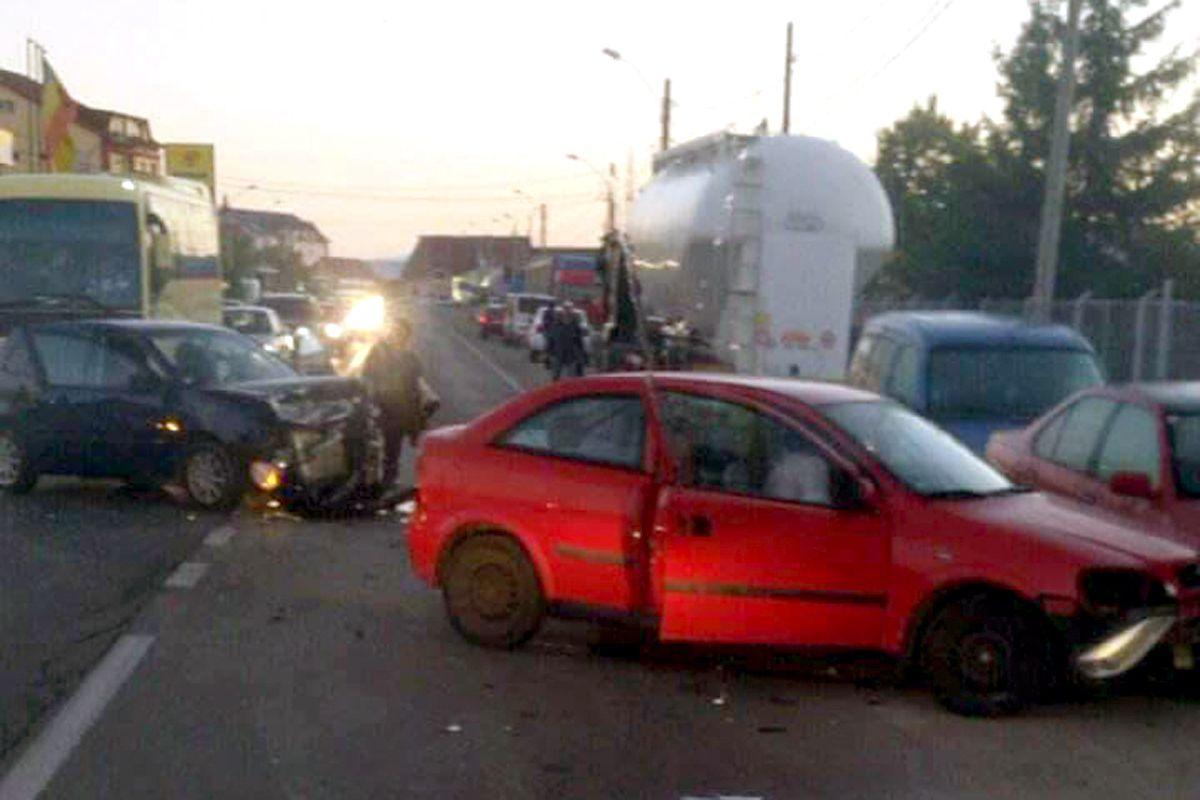 Şapte răniţi într-un accident la Bradu