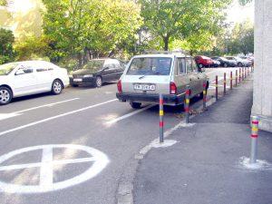 Parcarea din spatele