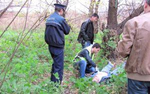 Bărbat găsit spânzurat în pădure