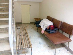 Pacienţii aşteaptă cu orele în ambulatoriul de la