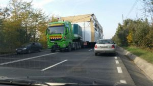 Un transport agabaritic ajunge în Argeş