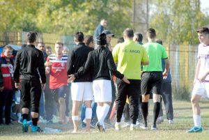 În meciul de cupă - Fotbaliştii alb-violeţi, la un pas de bătaie