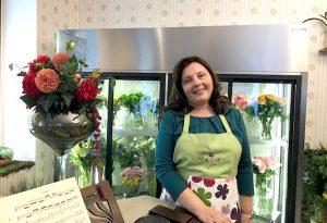 O economistă cu bun gust a deschis o florărie într-o cofetărie