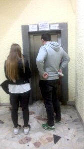 La Spitalul Judeţean, nici până acum n-a fost reparat liftul!