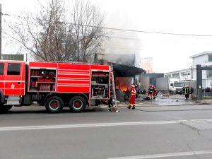 Atelier de vulcanizare mistuit de flăcări
