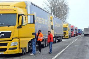 Circulaţia vehiculelor grele spre Vâlcea, interzisă