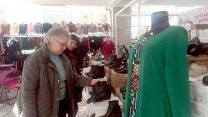Târg de weekend la Casa Cărţii - Haine şi încălţări cu preţuri de fabrică
