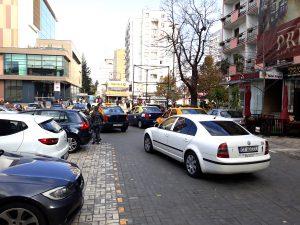 Taxiurile blochează din nou circulaţia la Cercul Militar