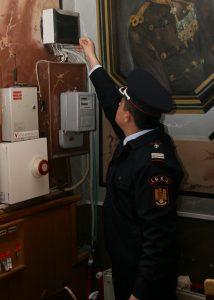 Pompier în control la un club