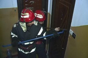 Salvaţi de pompieri