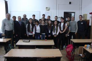 De Moş Nicolae, fotbaliştii de la CS Mioveni au împărţit cadouri