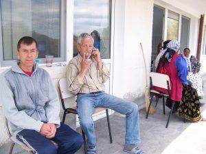 Pacienţii de la Spitalul TBC din Valea Iaşului fumează ca şerpii