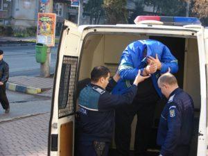 Arestat pentră că şi-a bătut crunt tatăl