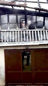 A dat foc la casă şi s-a sinucis