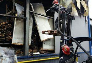 Două hale ale fabricii MGC Topoloveni, mistuite de flăcări