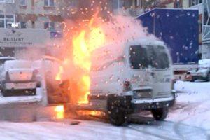 Maşini calcinate de flăcări