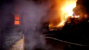Incendiu devastator la Curtea de Argeş