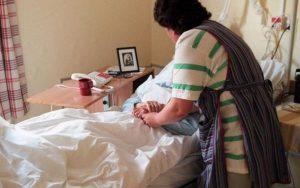 Îngrijirea medicală la domiciliu - Un serviciu gratuit de care au parte prea puţini bolnavi