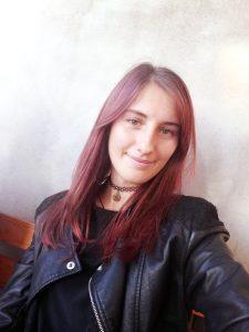 O studentă la jurnalism scrie un roman poliţist