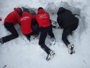 Turişti surprinşi de avalanşă în Făgăraş
