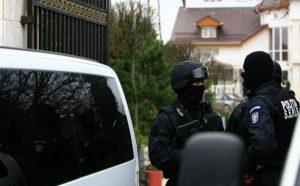 Poliţiştii de la Operaţiuni Speciale au dat iama prin porcii de la Drăganu