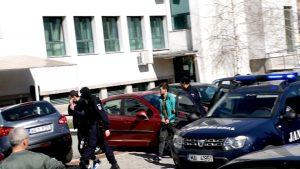La puşcăria din Mioveni, deţinuţii primeau heroina-n franzelă