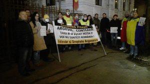 ULTIMA ORĂ - Protest nocturn la sediul PSD Argeş